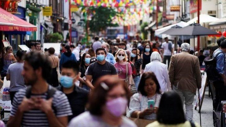 Koronavirüs: İngiltere'de bilim insanları salgınla mücadele yöntemleri konusunda anlaşamıyor