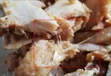 Photo of Tavuk dönerin içinden yolunmamış tavuk tüyü çıktı!
