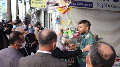 Photo of Denizli Valisi Atik'in 'Neden maske takmıyorsun' diye sorduğu esnaf 'Canıma yetti. Gebermek istiyorum' dedi
