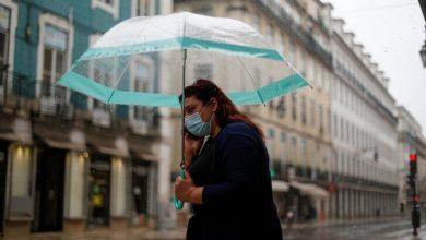 Photo of Koronavirüs: 8 ülkede yapılan araştırmaya göre kadınlar, maske ve mesafe gibi kurallara erkeklerden daha çok uyuyor